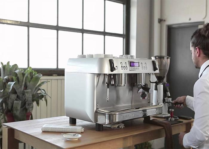 máy pha cafe bán tự động